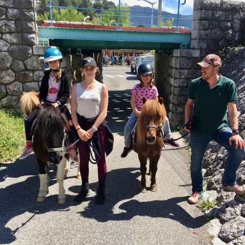 Les promenades à poney ont eu beaucoup de succès