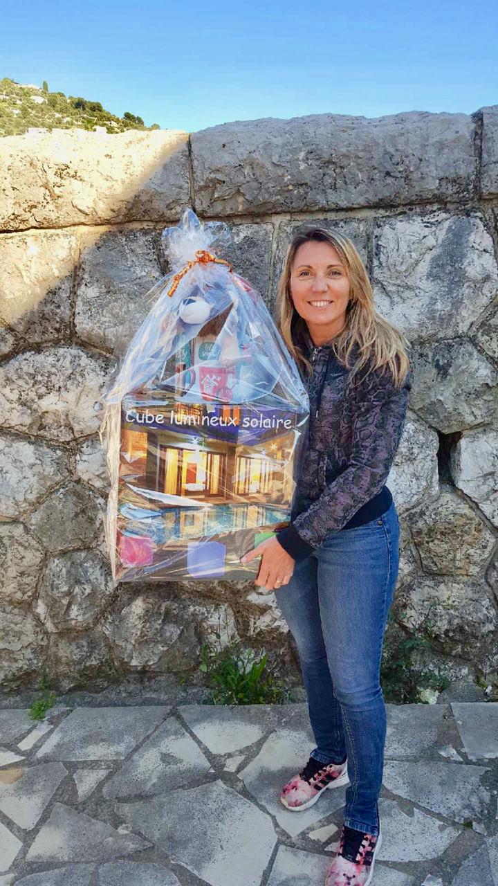 Karine la gagnante de la loterie des 'Jeux de société'