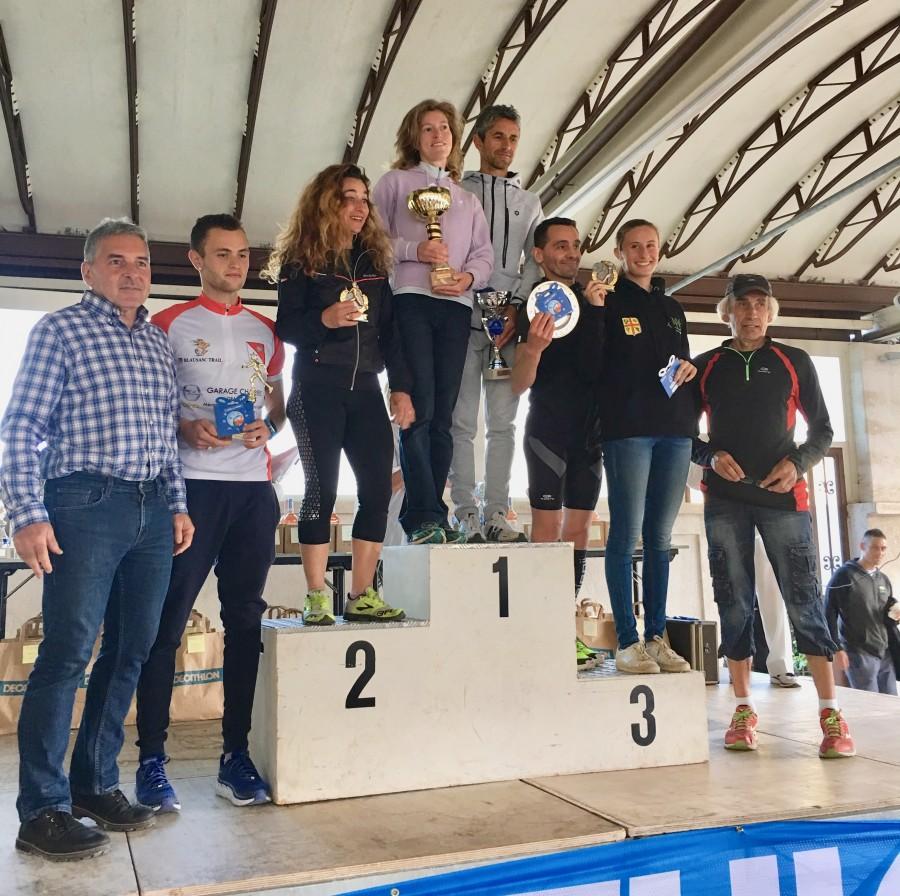 Le podium de la course des 11km (hommes et féminines) Monsieur le maire  n'a pas manqué de les féliciter